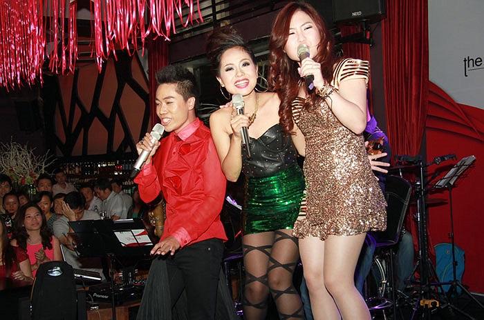 Ba ngôi sao trẻ cùng thể hiện ca khúc Chuyện tình của Anh Quân