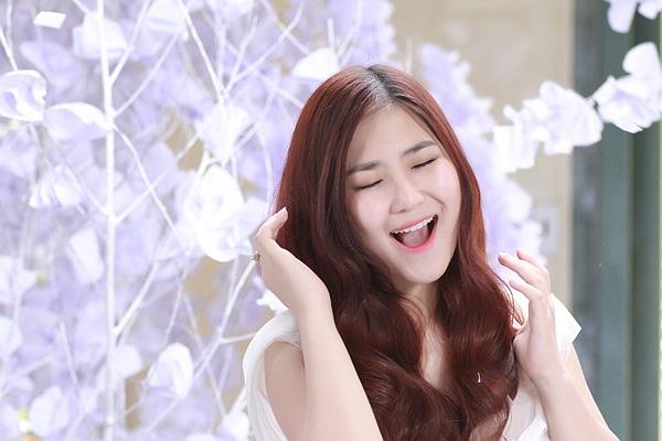 Điều đặc biệt, ngày phát hành MV và single cũng chính là ngày sinh nhật bước sang tuổi 18 của Hương Tràm.