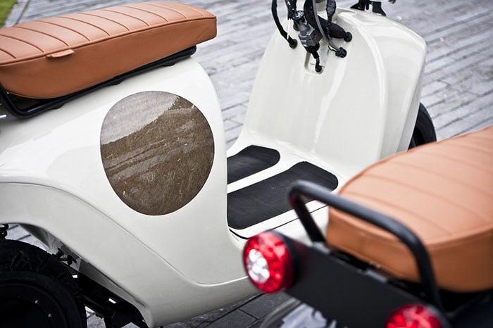 Xe có trọng lượng khoảng 95 kg và chở được 2 người với tổng trọng tải 180 kg.
