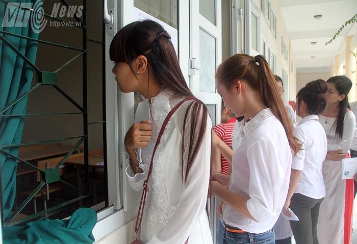 Chiều qua 15/7, các thí sinh dự thi môn năng khiếu khối N tại Trường Cao đẳng Sư phạm Trung ương thi môn Thanh nhạc và thẩm âm - tiết tấu.