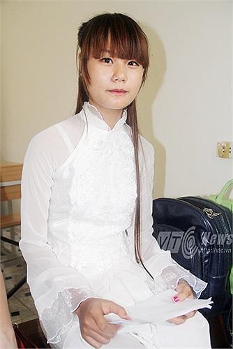 Trong khi đó, cô bạn Nguyễn Thị Thu Thủy lựa chọn bài hát 'Khúc hát ru của người mẹ trẻ'