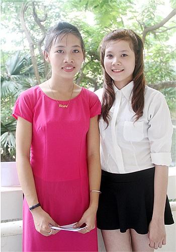 Hai thí sinh Hoàng Thị Anh và Nguyễn Thị Mai khá tự tin với phần thi Thanh nhạc trong khi chờ đến lượt phần thi Thẩm âm - tiết tấu