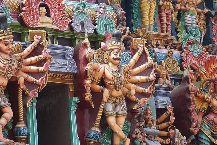 Ngôi đền và những tòa tháp đã xuất hiện trong những ghi chép của người Tamil từ 600 năm về trước.