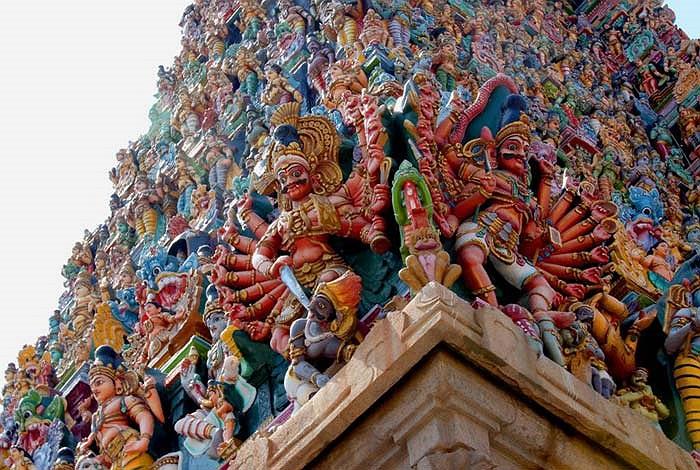 Hàng năm, vào dịp lễ hội của ngôi đền diễn ra vào tháng Tư và tháng Năm, có đến hơn một triệu người đến tham quan hay hành lễ.