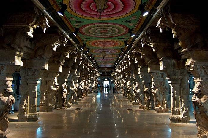 Hình ảnh bên trong ngôi đền cũng cực kỳ ấn tượng.