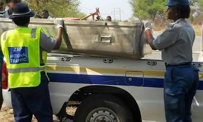 Hồi tháng 3, kỹ nữ MaNdlo đang phục vụ cho một người đàn ông ở Bulowayo, Zimbabwe thì bỗng nhiên đột tử. Dù rất sợ hãi, người khách vẫn gọi điện cho cảnh sát đến hiện trường xem xét vụ việc. Giới chức sau đó xác nhận cô gái bán hoa đã chết và bỏ vào
