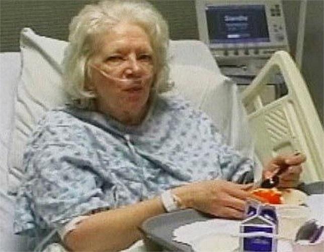 Các bác sĩ gọi bà Val Thomas là điều kỳ diệu của y học, bởi họ vẫn không thể giải thích tại sao người phụ nữ ở Tây Virginia có thể sống sót sau khi trải qua 2 cơn đau tim và bị chết não hơn 17 tiếng. Tháng 5/2008, tim bà đã ngừng đập và được lắp máy