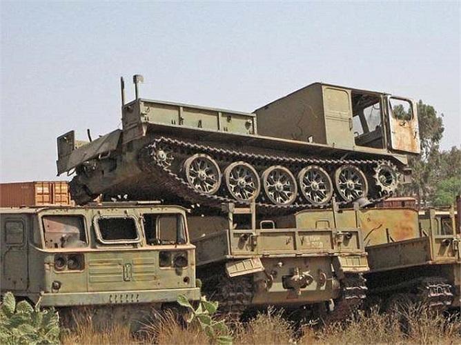 Còn đây là một nghĩa địa xe tăng khác tại khu vực Asmara, thủ phủ của đất nước Eritrea. Nghĩa địa này chứa tới hàng ngàn những cỗ máy quân sự khổng lồ hư hỏng.