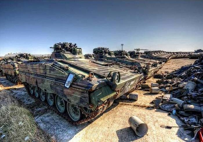Một nghĩa địa xe tăng khổng lồ tại khu rừng Thuringia của Đức. Khoảng 14.200 xác xe tăng đã được tháo dỡ tại đây kể từ khi Chiến tranh lạnh kết thúc và nước Đức thống nhất vào năm 1991.