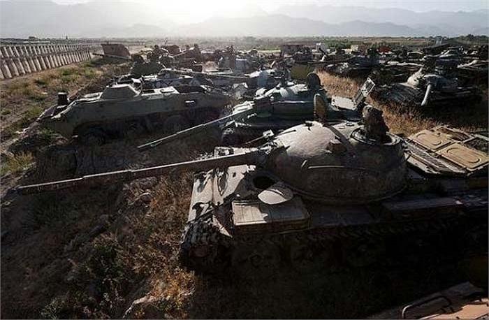 Thành phố Kabul với lịch sử trên 3.500 tuổi đã trải qua biết bao cuộc chiến, nghĩa địa xe tăng lớn nhất thế giới này chỉ là một trong những di tích chiến tranh nổi tiếng nơi đây.