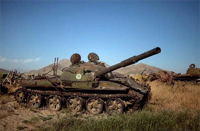 Afghanistan có ít nhất hai nghĩa địa xe tăng đều nằm lân cận với những thành phố lớn là Kabul và Kandahar.