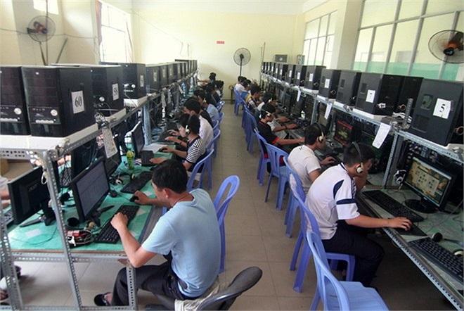 Dịch vụ internet được đầu tư kĩ lưỡng, wifi phủ sóng tất cả các khu của KTX. Các dịch vụ khác như sân bóng nhân tạo, cà phê, các CLB võ thuật, guitar... cũng được đầu tư phục vụ nhu cầu sinh viên