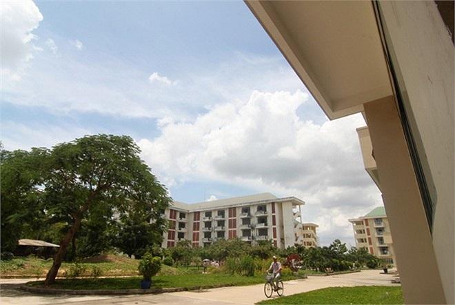 Khu B có 20 nhà, sức chứa 10.000 sinh viên. Dự kiến đến năm 2015, có thể cung cấp 60.000 chỗ ở, riêng trong năm học mới năm 2013, cả hai khu cung cấp hơn 16.000 chỗ ở cho sinh viên.