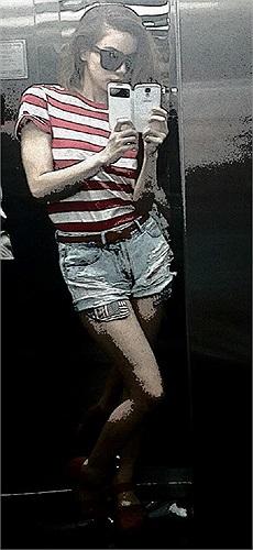 Hồ Ngọc Hà khoe mặc chiếc áo của 'bạn ấy' rất vừa vặn.