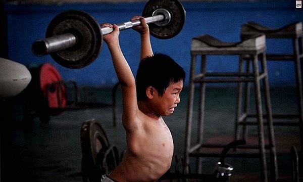 Chưa kể quãng thời gian tập huấn tăng cường và ép cân. Đó là khoảng thời gian khủng khiếp nhất với nhiều VĐV nhí