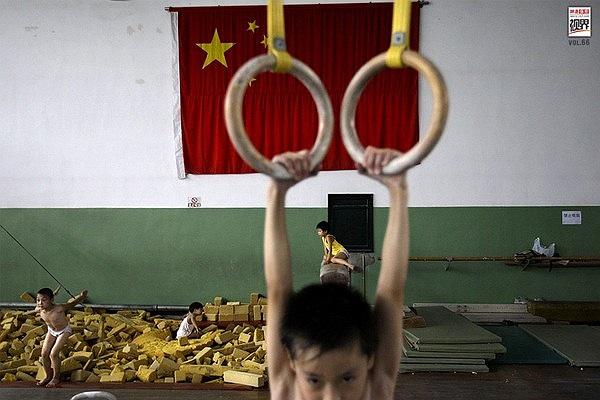 Trung Quốc đông dân nên việc tìm ra tài năng không quá khó. Song chỉ tài năng thôi chưa đủ, bất cứ vinh quang nào cũng đòi hỏi máu và nước mắt