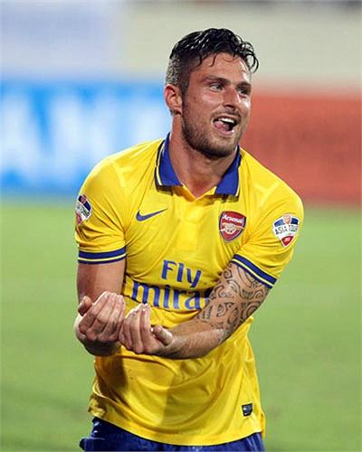 Hiệp 1 trận đấu giữa Arsenal và Việt Nam ghi đậm dấu ấn của Oliver Giroud