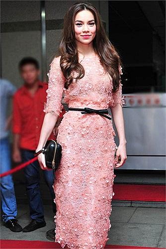 Là một biểu tượng thời trang của showbiz Việt, nhưng không phải Hà Hồ chưa từng dính nghi án dùng hàng nhái.