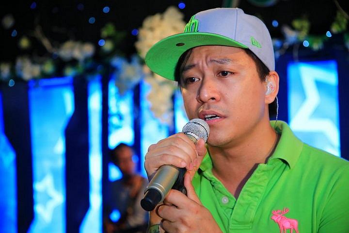 Với tâm nguyện Lệ Quyên là nữ ca sỹ duy nhất trong liveshow Tuấn Hưng, anh đã 'ưu ái' dành cho nữ ca sỹ hai ca khúc song ca.