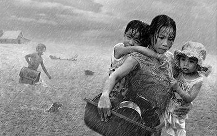 Lời chia sẻ xúc động của một thành viên khi nhớ về ngày bão lũ nơi quê nhà: 'Con hiểu tổ ấm không nhất thiết là nhà cao, cửa rộng. Tổ ấm là nơi nào có trái tim của người mẹ sưởi ấm cho con. 'Màn trời chiếu đất' cũng là tổ ấm, khi mẹ luôn ở bên, ôm tr