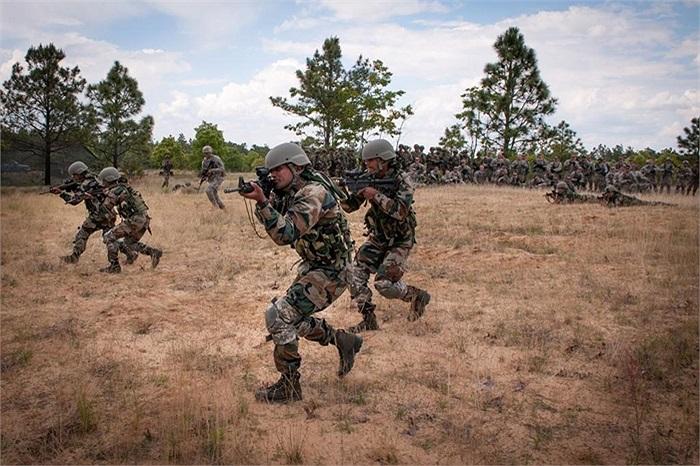 Họ cùng nhau luyện tập trong chương trình Yudh Abhyas, tổ chức tại căn cứ Fort Bragg, Mỹ