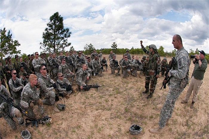 Các binh sĩ Ấn Độ và Mỹ trong buổi học đối phó với các ổ phục kích