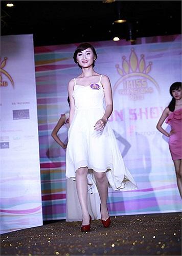 Cùng ngắm nhìn những cô gái ấn tượng nhất top 60 cuộc thi Hoa khôi sinh viên Hà Nội năm 2013