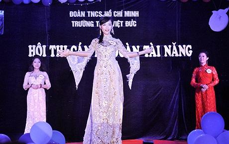 Được phát động chưa lâu nhưng cuộc thi: Cán bộ đoàn trường tài năng của THPT Việt Đức đã thu hút đông đảo học sinh trong trường đăng kí tham gia