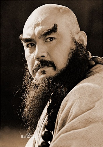 Vai diễn Hoa Hòa Thượng Lỗ Trí Thâm của Thủy Hử phiên bản 1998 do nam diễn viên Tàng Kim Sinh thủ vai.