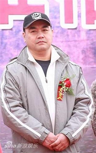 Hiện tại, Tàng Kim Sinh đang là chủ nhiệm Phòng Phát triển của một công ty điện ảnh và là hội viên Hội điện ảnh Trung Quốc.