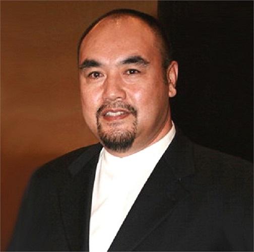 Tàng Kim Sinh sinh năm 1959 tại Thiên Tân, Trung Quốc.