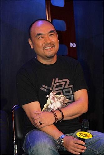 Anh tốt nghiệp Học viện Điện ảnh Bắc Kinh năm 1986.