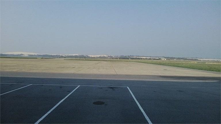 Khoảng sân rộng đủ để các chuyến bay hạ cánh an toàn.