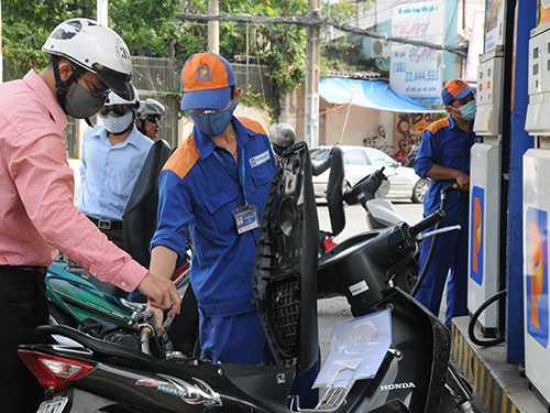 Doanh nghiệp đầu mối xăng dầu đang xin tăng giá, theo họ là do lỗ
