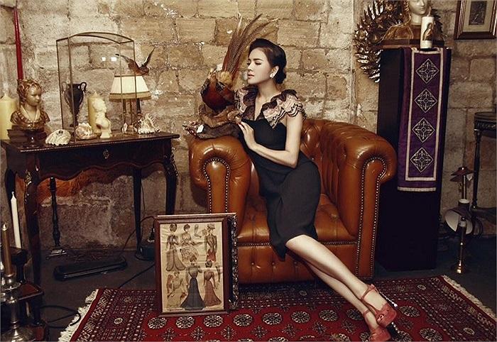 Gần đây, Lý Nhã Kỳ liên tiếp có những bộ ảnh đẹp thể hiện được đẳng cấp và phong cách thời trang tinh tế của mình.