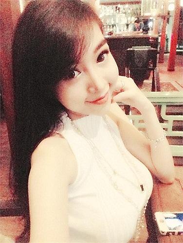 Elly Trần ngày càng gợi cảm.