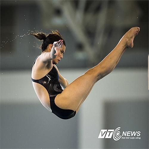 VĐV Minh Nguyễn của đoàn Hà Nội thực hiện bài thi ở nội dung cầu 5m - nội dung cô giành HCĐ. (Ảnh: Hải Thịnh)