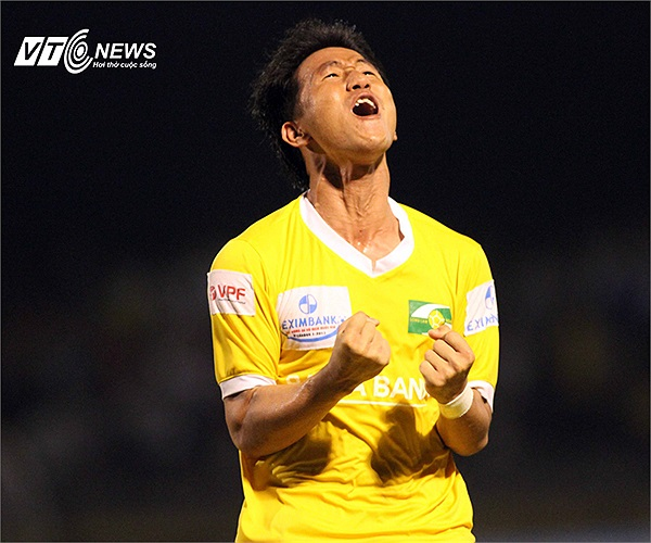 Quang Tình là cầu thủ xuất sắc nhất V-League tháng 7 nhưng anh không thể xóa đi nỗi nhớ Công Vinh trong màu áo đội bóng dòng Lam.
