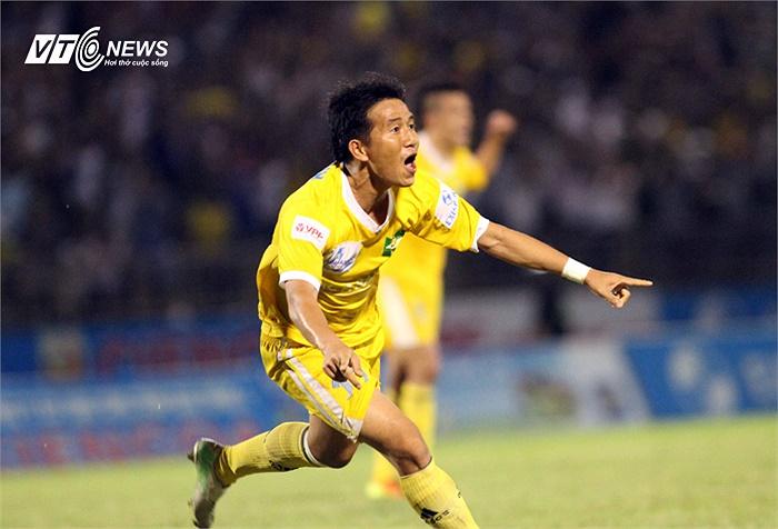 May cho SLNA là Quang Tình đã cứu họ bằng một bàn thắng rất rất may mắn.