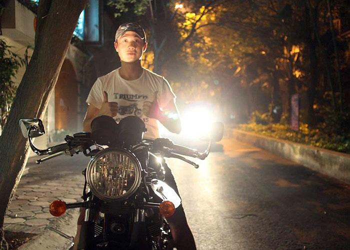 Trị giá hàng trăm triệu đồng, môtô khủng mới tậu của MC Anh Tuấn chất đến mức nào?