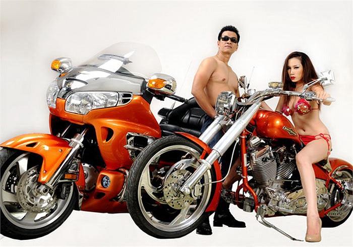 Trước khi sa cơ, Công môtô từng là một trong những tay chơi xe phân khối lớn nổi nhất Việt nam với hàng loạt màn khoe xe đình đám