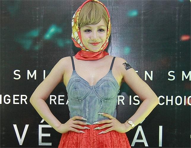 Luôn diện những bộ trang phục gây sốc, tối qua MC Việt Nga lại khiến người ta phải giật mình.