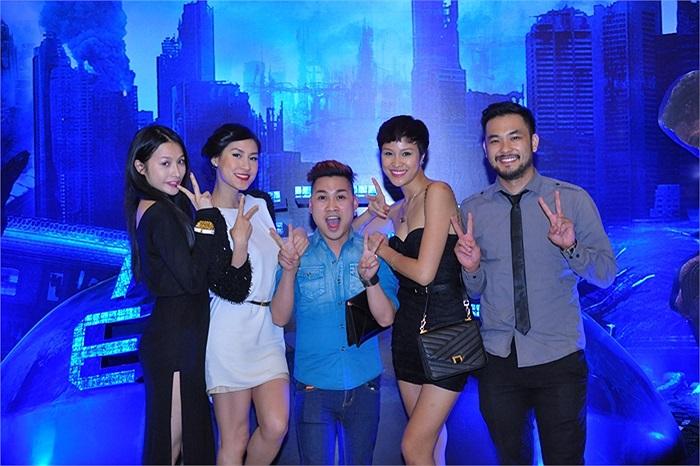 Kathy Uyên, nghệ sĩ Việt Nam duy nhất có mặt tại buổi ra mắt After Earth tại Đài Loan cũng có mặt trong tối qua.