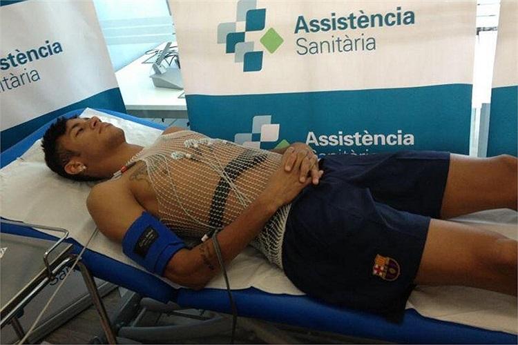 Neymar kiểm tra y tế.