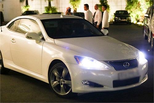 Không chỉ siêu xe bạc tỷ, Minh Hằng còn ngày càng sành điệu với hàng hiệu đắt đỏ.