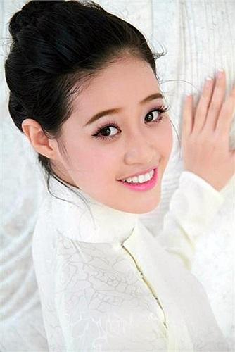 (VTC News)- Vượt qua hàng ngàn nữ sinh khắp cả nước  Nguyễn Trần Khánh Vân đã giành danh hiệu cao nhất trong cuộc thi Miss Áo dài nữ sinh Việt Nam 2013