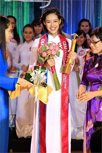 Danh hiệu Miss Áo dài nữ sinh Việt Nam 2013 là phần thưởng xứng đáng cho cô gái 18 tuổi này