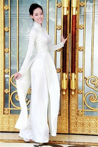 Sở hữu chiều cao 1m78, Miss Áo dài nữ sinh Việt Nam- Nguyễn Trần Khánh Vân thu hút mọi ánh nhìn