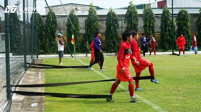 Thầy trò HLV Trần Vân Phát mới trở về trung tâm đào tạo trẻ VFF hôm 14/8.