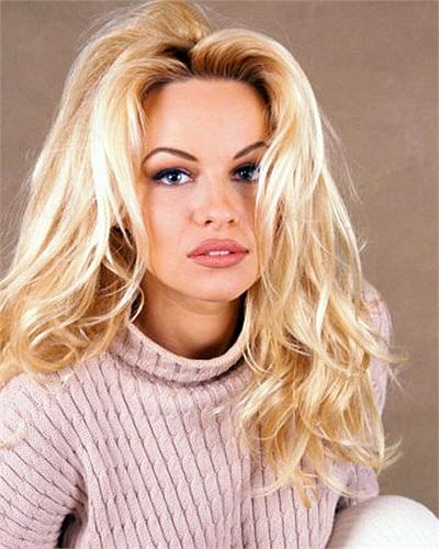 Sinh năm 1967, nhưng mãi tới năm 22 tuổi, Pamela Anderson mới bắt đầu nổi tiếng